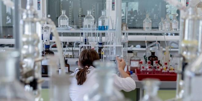 Kaji ulang manajemen laboratorium